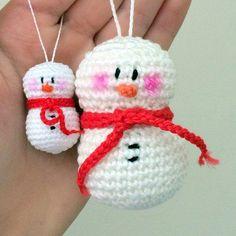 Free crochet pattern amigurumi snowman ornament.