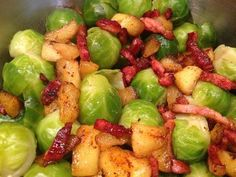 Brussels sprouts with curry apples and bacon - Brussels sprouts with curry apples and bacon – Cooking women - Healthy Vegetable Recipes, Healthy Summer Recipes, Super Healthy Recipes, Healthy Meals For Kids, Vegetable Dishes, Healthy Eating, Buffet, Food Platters, Food Inspiration