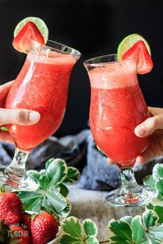 The Best Virgin Strawberry Daiquiri You'll Ever Taste: this non alcoholic strawberry drink recipe is the ultimate frozen drink to enjoy this summer. It's easy to make in your blender with just a few ingredients, and it's sure to be a favorite treat for ki Strawberry Drink Recipes, Drink Recipes Nonalcoholic, Easy Alcoholic Drinks, Summer Drink Recipes, Fruit Drinks, Drinks Alcohol Recipes, Healthy Drinks, Bartender Recipes, Punch Recipes