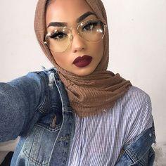 Bien porter le hijab avec les lunettes - hats for women Matte Lip Color, Lip Colors, Hijab Makeup, Hair Makeup, Hijab Fashion Inspiration, Makeup Inspiration, Muslim Fashion, Modest Fashion, Fashion Fashion