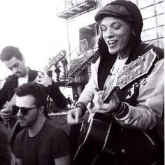 Wish I went to the darling buds gig! Jamie's smile though ...