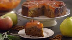 Het nagerecht omgekeerde perentaart komt uit het programma Koken met Van Boven. Lees hier het hele recept en maak zelf een heerlijke omgekeerde perentaart.
