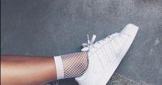 Έτσι θα κρατήσεις τα λευκά σου sneakers καθαρά! Adidas Superstar, Adidas Sneakers, Shoes, Fashion, Adidas Tennis Wear, Moda, Adidas Shoes, Shoe, Shoes Outlet