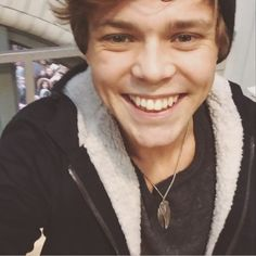 i s2g his smile is brighter than the sun itself