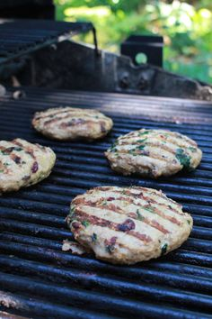 Low FODMAP Spinach Cranberry Turkey Burgers - Lauren Renlund RD Turkey Burger Recipes, Turkey Burgers, Healthy Grilling, Grilling Recipes, Spinach Burgers, Turkey Patties, Vegetarian Recipes, Healthy Recipes, Eat Healthy
