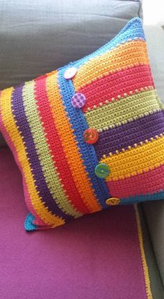 Crochet Home, Cute Crochet, Crochet Yarn, Crochet Stitches, Crochet Patterns, Crochet Cushion Cover, Crochet Cushions, Granny Square Häkelanleitung, Embroidery