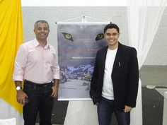 O escritor #MatheusLCarvalho com seu pai Silvano Pereira de Carvalho, no lançamento do #livro #OValeDosLobos, em Santa Isabel, interior de SP.