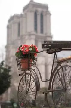 Love the bike. Saw this in Paris (Notre Dame, not the bike). Paris France, Paris 3, I Love Paris, The Places Youll Go, Places To Go, Belle France, Foto Poster, Foto Transfer, Belle Photo