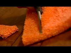Απίθανο βίντεο: Έκοψε σε λωρίδες τρεις παλιές πετσέτες που τις είχε για πέταμα... Μόλις δείτε τι έφτιαξε, θα μείνετε άφωνοι!