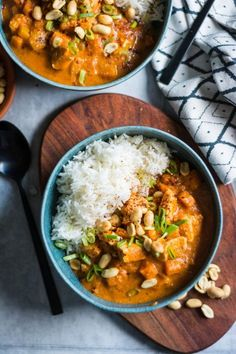 Afrikanischer Erdnusseintopf mit Hühnchen und Süßkartoffel ist perfekt für d… African peanut stew with chicken and sweet potato is perfect for the fall. The whole thing is super easy, fast and very spicy. It fits a little rice and a few extra peanuts. Easy Dinner Recipes, Easy Meals, Dessert Recipes, African Peanut Stew, Guisado, Chicken Eating, Cooking Recipes, Healthy Recipes, Food Inspiration