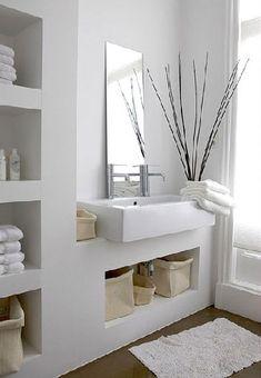 Monté en maçonnerie un ensemble colonne rangement et plan vasque sur mesure dans petite salle de bain