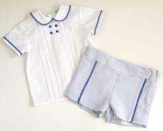 Conjunto blusa y pantalón corto. Color marino y blanco