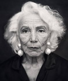 In our young-and-sexy obsessed society, it has become all too easy to overlook the beauty and glamour of those who are aging gracefully. So while Hollywood is people Valentina Yasen, 62 Years Old Face Photography, People Photography, Mannequin Senior, Old Age Makeup, Face Drawing Reference, Old Faces, Pics Art, Old Models, Women Models