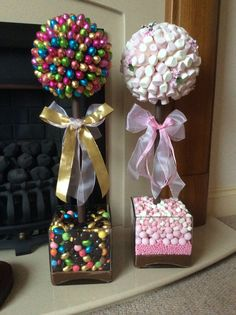 Sweet trees chocolate and marshmallow Candy Arrangements, Candy Centerpieces, Giant Lollipops, Lollipop Tree, Candy Trees, How To Make Marshmallows, Candy Display, Sweet Trees, Candy Crafts