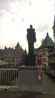 Antwerpen in Antwerpen. Oltiin jossain Belgian linnassa! Se oli hieno ja mielenkiintoinen paikka:)