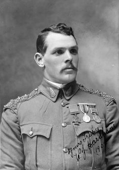 ✠ William James Hardham VC July 1876 – 13 April (New Zealand) British Soldier, British Army, Pax Britannica, Williams James, Age Of Empires, History Online, Military Pictures, War Photography, Athletic Men