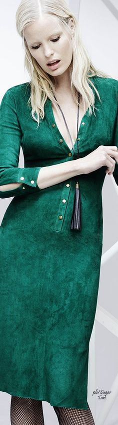 Verde Green Fashion, Colorful Fashion, Look Fashion, Runway Fashion, High Fashion, Fashion Trends, Estilo Glamour, Emerald Dresses, Green Gown