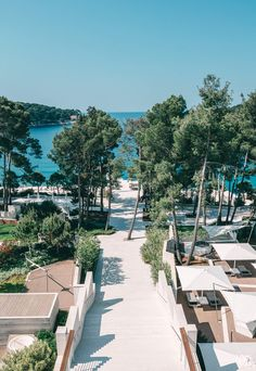 Hotels am Meer – die schönsten 7 Hotels mit Meerblick Holiday Destinations, Vacation Destinations, Places To Travel, Places To See, Hotel Am Meer, Romantic Escapes, Where To Go, Wonderful Places, The Good Place