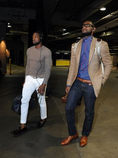 Dwyane Wade and Lebron James enter the Staples Center in Los Angeles on March 4th. Lebron's carrying a murse (man purse).