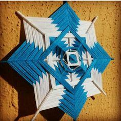#mandalasdelana #celesteyblanco #cielo #mandalas #lana Diy Dream Catcher Tutorial, Gods Eye, Macrame Patterns, String Art, Fun Projects, Creative Art, Fiber Art, Diy And Crafts, Crafty