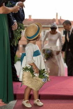 La boda de Macarena y Pepe en el Antiguo Convento de Boadilla del Monte Color Azul, Straw Bag, Fashion, Valentines Day Weddings, Something Borrowed, Royal Weddings, Dancing, Blue Nails, Events