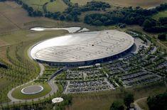 featured, inside the McLaren Technology Centre, mclaren headquarters, McLaren Technology Centre, McLaren Technology Centre images, McLaren Technology Centre photos, McLaren Technology Centre uk, McLaren Technology Centre woking - http://architectism.com/the-mclaren-technology-centre-is-amazing/
