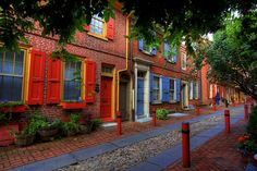 Elfreth's Alley in Philadelphia, one of the oldest continuously inhabited residential streets in USA.