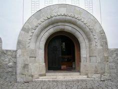 A felújított  zebegényi Római Katolikus templom kapuja. Tervezte Kós Károly és Jánszky Béla 1908-ban. Megépült:  1909-ben.