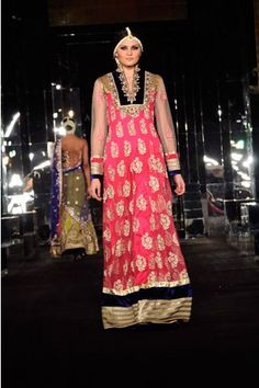 Check out Vikram Phadnis new collection of Anarkali only on:  http://www.vogue.in/content/how-dress-sangeet#14