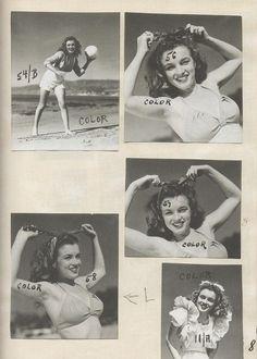 1945 Beach Sitting - Yellow Bikini - Norma Jeane par André De Dienes - Divine Marilyn Monroe