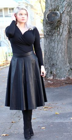 Thanksgiving-Outfit-2015-.jpg (923×1786) amateur in flared black leather skirt