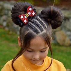 Minnie Mouse Hair Bow How STUNNING is the hairstyle? She is wearing our medium Minnie Bow The post Minnie Mouse Hair Bow appeared first on Jennifer Odom. Childrens Hairstyles, Cute Hairstyles For Kids, Cute Girls Hairstyles, Trendy Hairstyles, Hairstyle For Kids, Teenage Hairstyles, Short Haircuts, Hairstyle Ideas, Pretty Braided Hairstyles