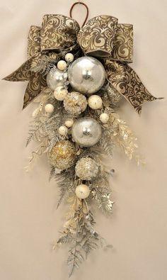 Rose Gold Christmas Decorations, Elegant Christmas Decor, Christmas Swags, Diy Christmas Ornaments, Holiday Wreaths, Simple Christmas, Modern Christmas, Country Christmas, Christmas Decorating Ideas