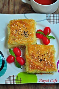 sodalı-kolay-börek Greek Cooking, Cooking Time, Cooking Recipes, Drink Recipes, Healthy Eating Tips, Healthy Nutrition, Rose Cookies, Croissant Recipe, Yummy Food