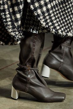 Ports 1961 at Milan Fashion Week Fall 2020 - Details Runway Photos Milan Fashion Weeks, London Fashion, Michael Kors Collection, Shoe Boots, Shoes, Ankle Boots, Fashion Boots, Fashion Show, Autumn Fashion