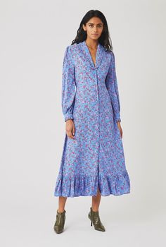 Kate Middleton popped up on BBC's Big Night In wearing a floral dress from Ghost. It included a very ruffled collar and reminded us of Princess Diana. Satin Midi Dress, Satin Dresses, 80s Fashion, Fashion Dresses, Simple Style, Cool Style, 80s Trends, Spirit Clothing, Kate Dress