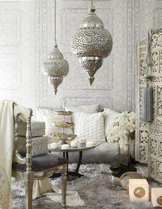 Wohnzimmer In Naturlichen Farben Mit Schicken Orientalischen Hangelampen