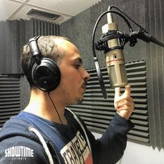 Hoy con Nkh en su primer día de grabación en @showtimeestudio.  [Contacta con el estudio para grabar mezclar y masterizar tu proyecto en hola@ShowtimeEstudio.com o a través de la web]. #nkh #showtimeestudio #grabacion #rap #hiphop #rapespañol #hiphopespañol #musica #bighozone #malaga