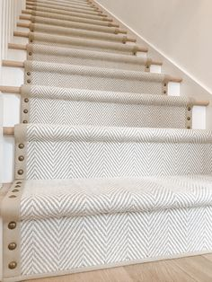 Second Hand Red Carpet Runner Carpet Staircase, Staircase Runner, Staircase Remodel, Stairs With Carpet Runner, Br House, Stair Makeover, Staircase Design, Home Reno, Home Projects