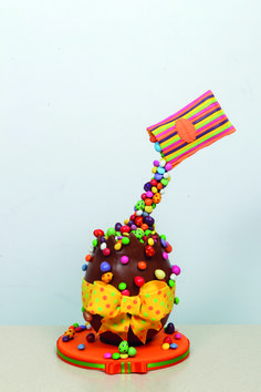 Learn how to create your very own anti-gravity Easter egg cake in the April issue of Cake Craft & Decoration available at www.cake-craft.com