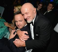 Aaron Paul got a hug from Jonathan Banks at the 2013 Emmys Governors Ball Breaking Bad Jesse, Breaking Bad Cast, Disney Channel, Best Series, Tv Series, Gotham, Cartoon Network, Sherlock, Braking Bad