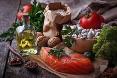 Zdecydowałeś się na wzięcie udziału w badaniu poziomu cholesterolu we krwi i z przerażeniem spoglądasz na wyniki lipidogramu? Okazało się, że masz podwyższoną frakcję złego cholesterolu LDL oraz trójglicerydów? Obawiasz się, że z tego powodu będziesz zmuszony sięgnąć po leki z obawy przed rozwinięciem się choroby miażdżycowej? Nie panikuj. Dowiedz się, jak obniżyć cholesterol domowymi sposobami - całkowicie bezpiecznymi i o niezawodnej skuteczności.