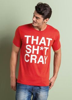 Camiseta masculina confeccionada em malha de algodão com detalhe de estampa frontal