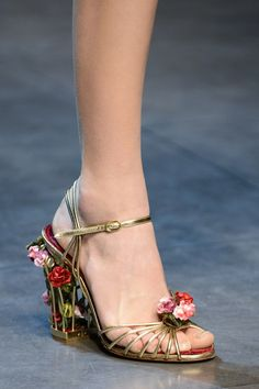 Dolce & Gabbana Fall 2013 RTW I can't believe I'm repinning them, but look how PRETTY!!!