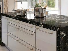 MODELO DE MUJER - DECO Granito negro Granite Kitchen, Kitchen Island, Kitchen Cabinets, Kitchen Furniture, Furniture Design, Home And Deco, Modern Interior Design, Decoration, Backsplash