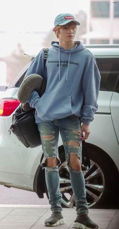 kpop fashion Fashion Model Back Style 28 Ideas Fashion Models, Kpop Fashion, Korean Fashion, Mens Fashion, Fashion Outfits, Child Fashion, Airport Fashion, Nct Taeyong, Nct 127