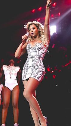 Beyonce Knowles In Atelier Versace - Mrs Carter Show World Tour - Red Carpet Fashion Awards Estilo Beyonce, Beyonce Style, Beyonce Knowles Carter, Beyonce And Jay Z, Beyonce Vestidos, King B, Versace Dress, Versace Versace, Mrs Carter