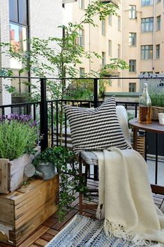 55 Super cool and breezy small balcony design ideas - garden / patio / loggia - Balkon Small Balcony Design, Tiny Balcony, Porch And Balcony, Balcony Ideas, Small Balconies, Condo Balcony, Indoor Balcony, Patio Ideas, Balcony Blinds