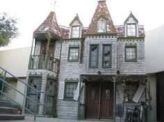 Facades for the front of the house - classic haunted house