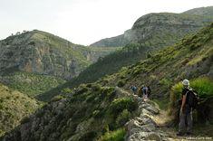Ruta de senderismo de El Barranc de l'Infern, sendero PR-V 147, en la Vall de Laguar, al norte de la provincia de Alicante. Descripción y fotografías de la ruta.